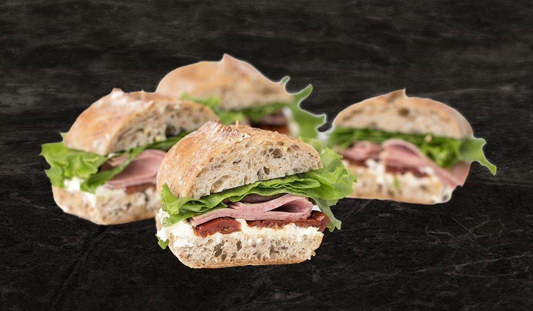 Sandwich salami et tomate séchée