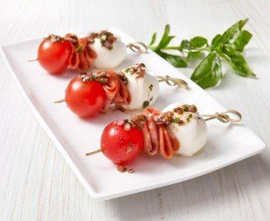 Caprese mini brochettes with Amoré pepperoni
