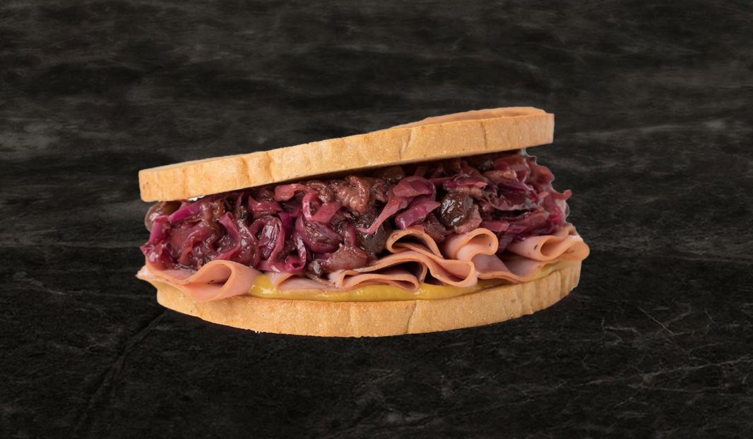 Sandwich smoked meat et chou braisé au bacon