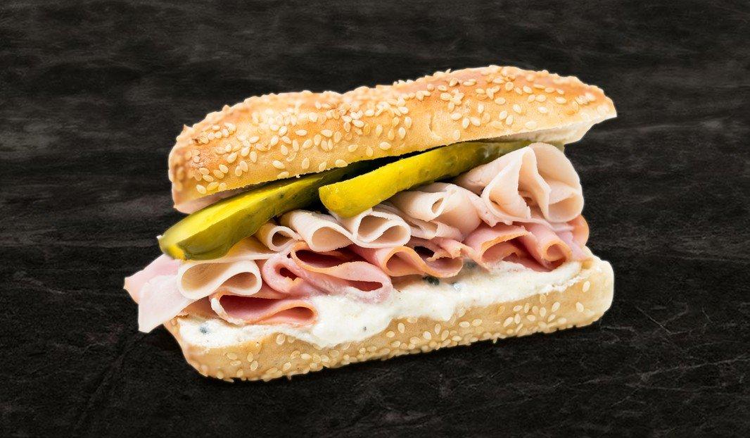 Sandwich jambon, dinde et crème au raifort