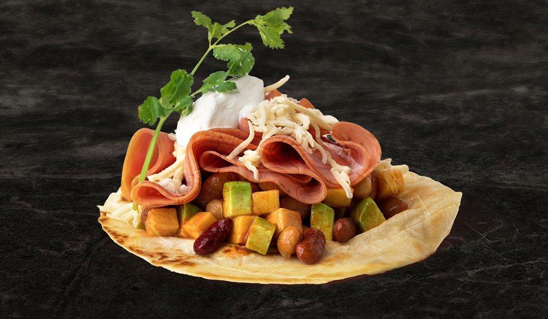 Tacos, salade de haricots et jambon fumé