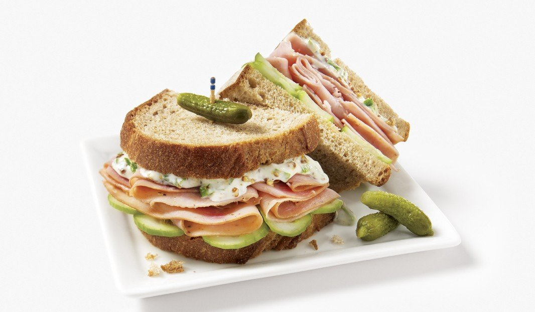 Sandwich à la poitrine de dinde et au concombre libanais