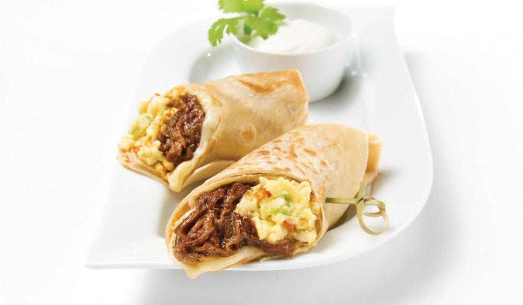 Burritos déjeuner au porc effiloché