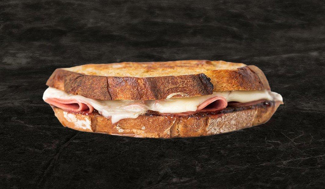 Grilled-cheese, salami et confit d'oignon