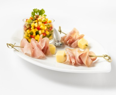 Ham and cheese mini brochettes with fruit salsa