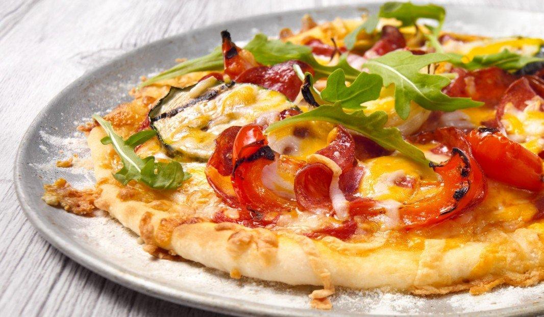 Pizza aux pepperoni Amoré et légumes grillés