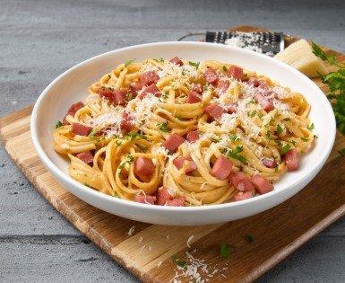 Linguini with crunchy bologna and rosée sauce