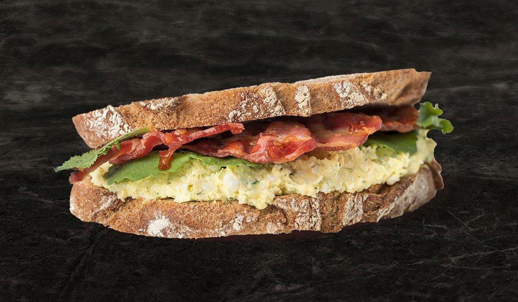 Sandwich œufs-bacon épicé