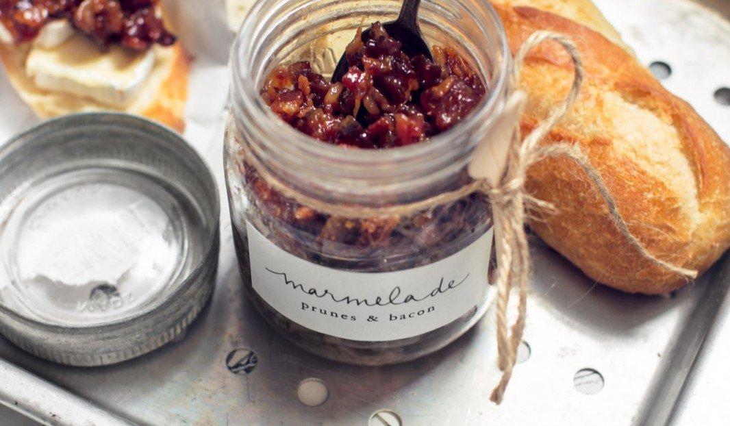 Marmelade au bacon et aux prunes noires