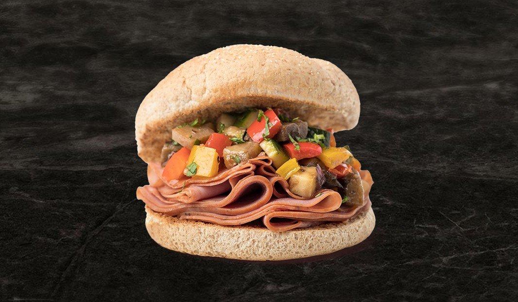 Sandwich jambon fumé et ratatouille