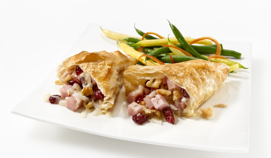 Ham pastry with cranberries, cheese and walnuts