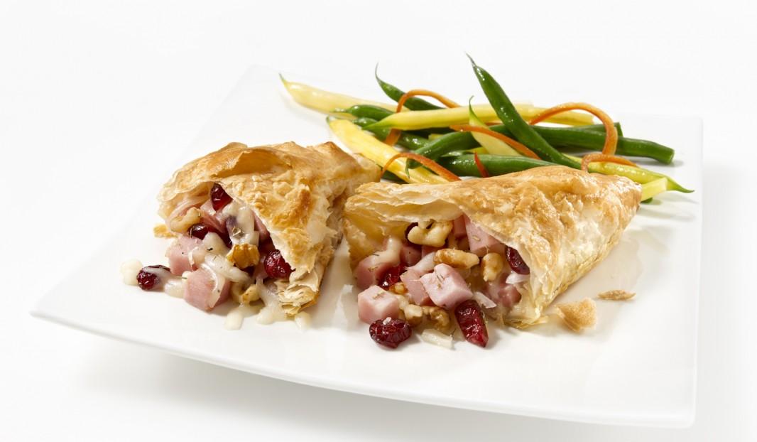 Feuilleté de jambon aux canneberges, fromage et noix