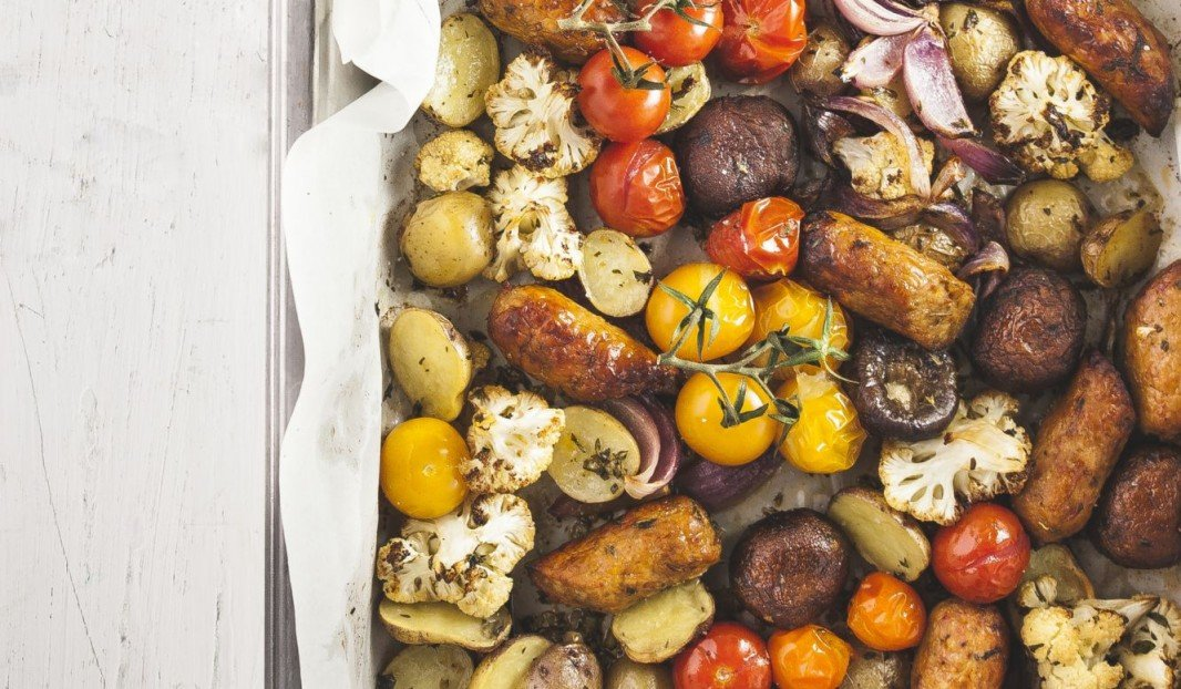 SAUSAGES WITH ROASTED VEGETABLES, WHITE WINE AND FRESH HERBS