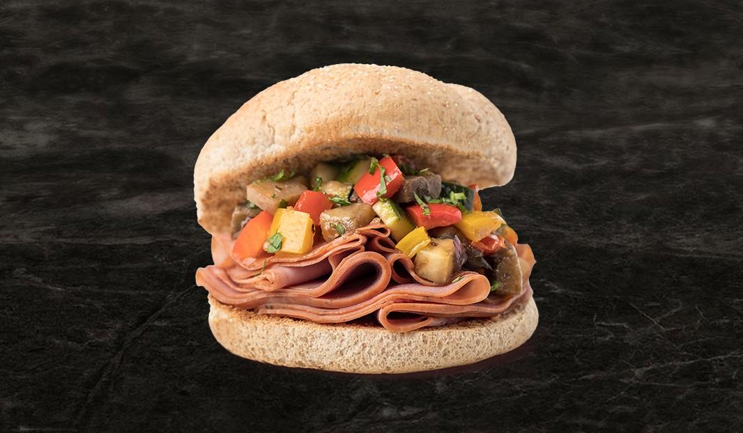 Sandwich smoked meat et ratatouille