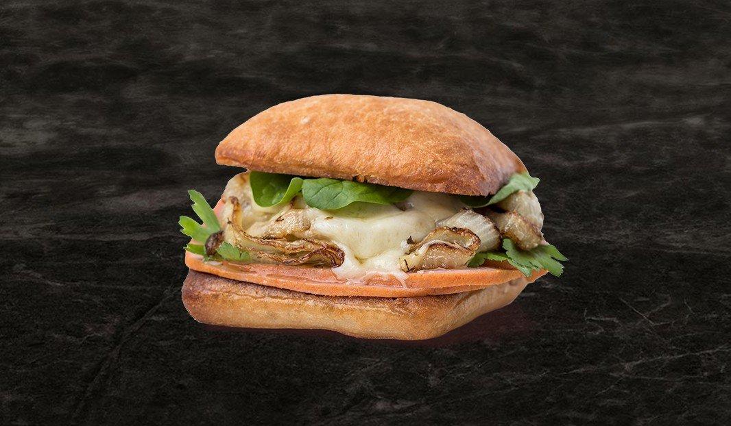 Sandwich simili-poulet et oignon rôti