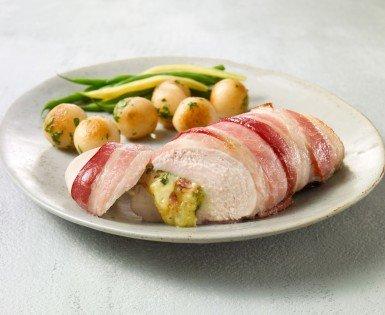 Poitrine de poulet farcie au bacon, basilic et trois fromages