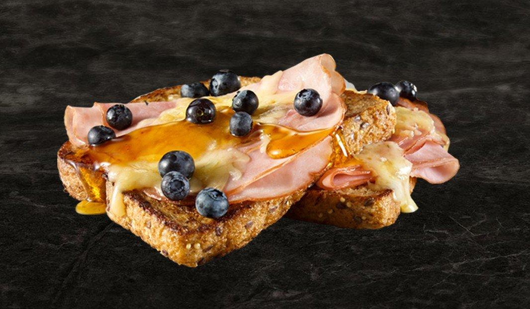 Pain doré, jambon et fromage gratiné