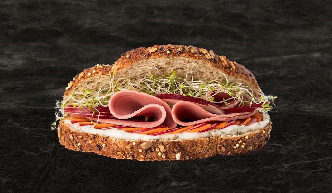 Sandwich simili et légumes croquants