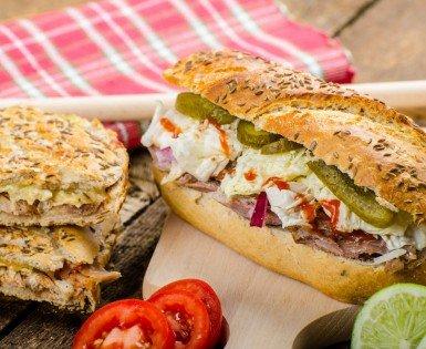 Sandwich cubain à l'effiloché de porc Barbecue