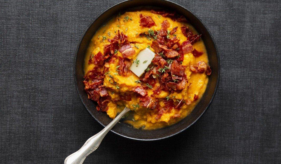 Purée de patates douces, avec crumble de bacon et chorizo