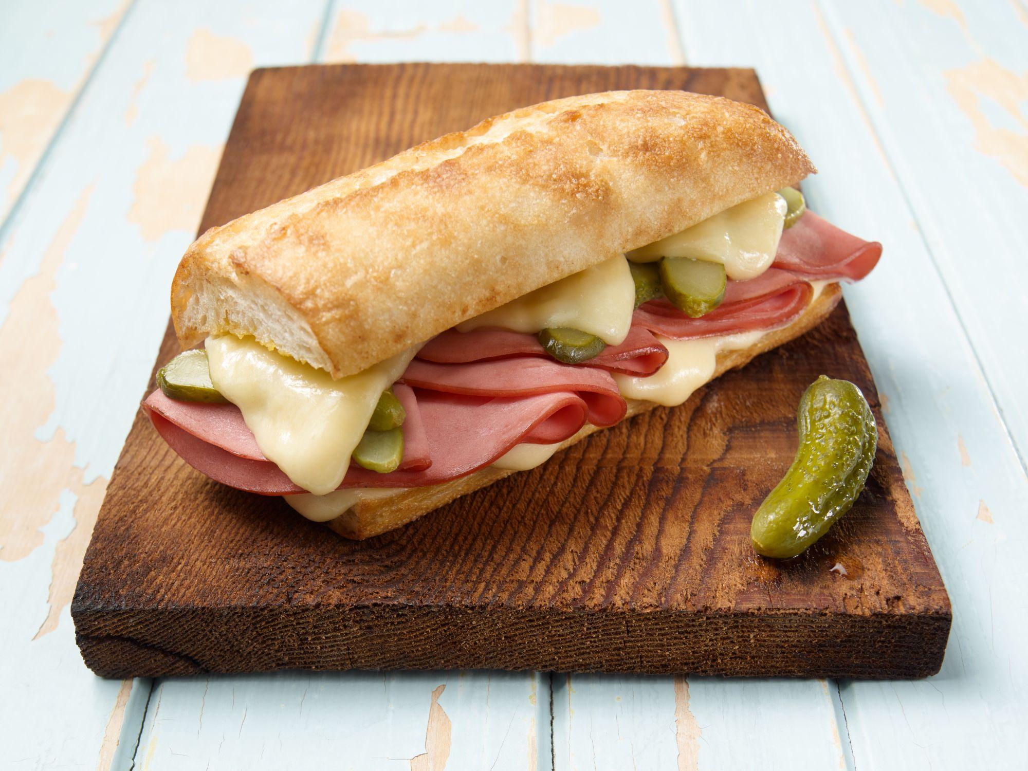 Sandwich Cubain grillé au bologne | Olymel - Inspirez-vous!