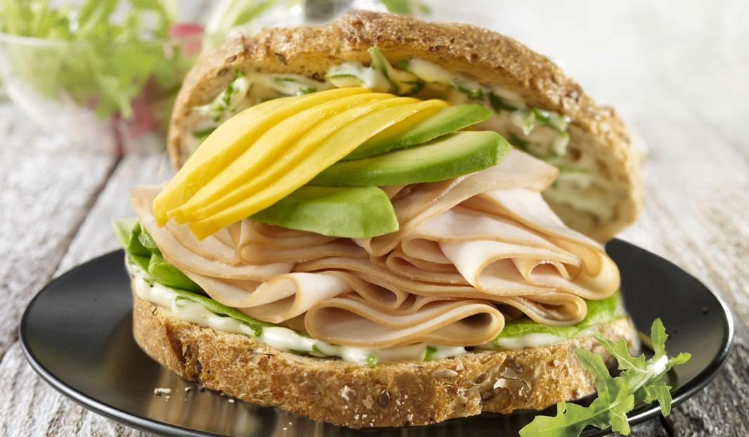 Sandwich dinde, mangue et avocat