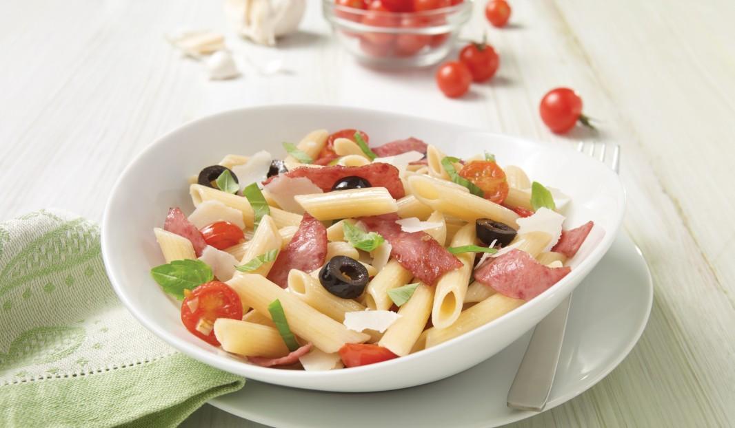 Penne au salami, basilic et parmesan