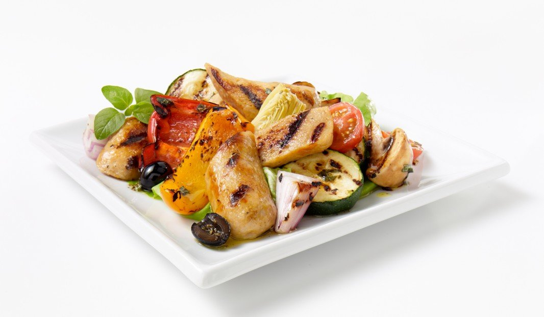 Warm salad with sausages, grilled vegetables and artichokes