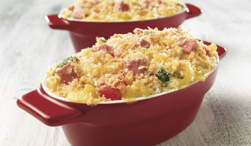 Crunchy macaroni and cheese casserole with bologna