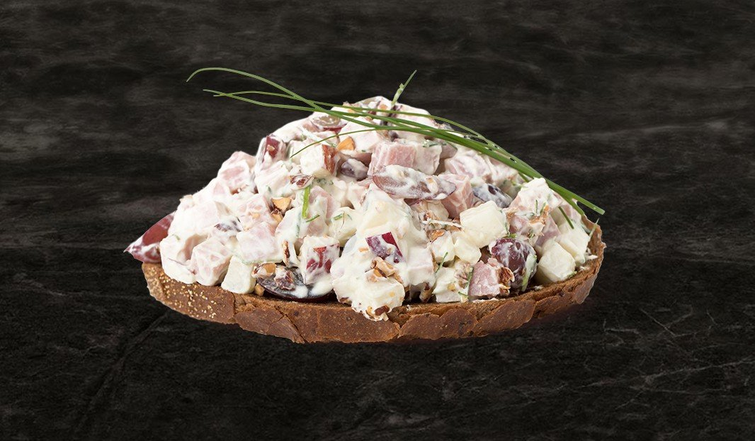 Turkey salad spread with apple and grapes