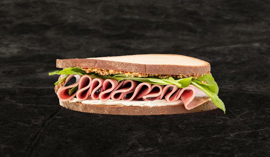 Sandwich salami et fromage à la crème